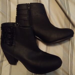 2 pairs of ankle boots